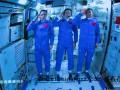 3名航天员在天和核心舱向全国人民敬礼(图)